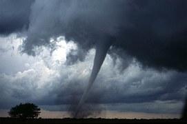 tornado-572504__180